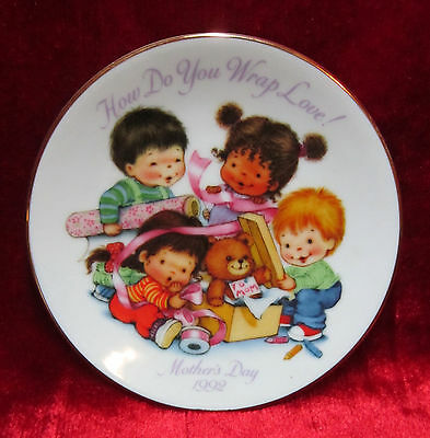 """Avon Mint 1992 Mother's Day 5"""" Plate """"How Do You Wrap Love"""" Gold Band No Box"""