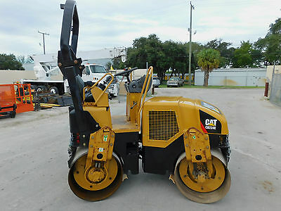 "2002 Cat Cb224-E ""double Drum"" Tandem Vibratory Roller 47"" Smooth Drums -"