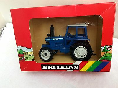 1986 BRITAINS 9523 1/32 Ford 7710 Tractor     BOXED