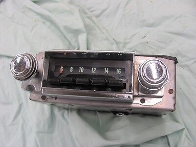 NOS 1968 68 Chevy AM Pushbutton Radio Impala Bel Air Caprice 7303311 Push Button