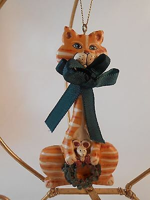 Xmas Ornament Kurt S.Adler Tan Striped Cat with Wreath & Mouse