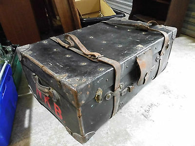 Antique travel trunk / Steamer Trunk . Good shop display or classic car ?