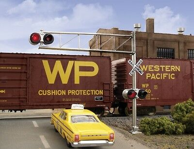 Walthers 949-4332 HO Post-160s Cantilever Grade Crossing Signal Single-Lane