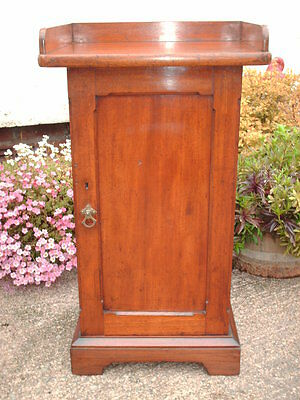 Antique Mahogany  Pot Cupboard / Bedside Cabinet