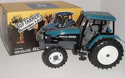 1/16 New Holland 8260 Tractor W/Box! 1997 National Farm Toy Show!