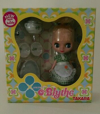 Petite blythe doll with accessories bnib 6 UK SELLER boxed Kitchen Queen