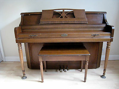 WURLITZER 2725 TDQ CONSOLE PIANO with STOOL