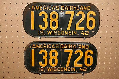 Pair - 1942 - Wisconsin - License Plates - 138 726