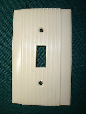 Vtg Bryant Uniline Ribbed Bakelite Single Toggle Switch Plate Cover Ivory