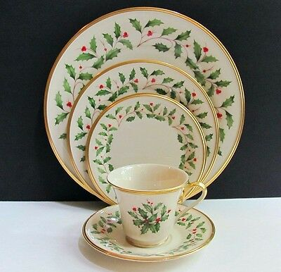 Lenox Holiday Christmas Holly Berry 5 Piece Place Setting (s) Gold Mark