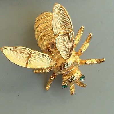 Unique Vintage Golden Bee Brooch With Movable Wings In Gold Tone Metal