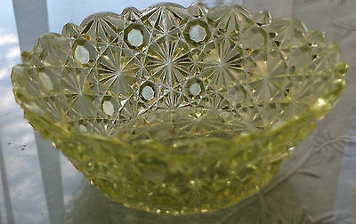 """Antique Early American Canary Vaseline Daisy & Button Bowl 4 1/2"""" Scalloped Rim"""