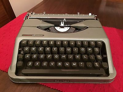 Vintage 1950's Empire Aristocrat Portable Typewriter Green With Case