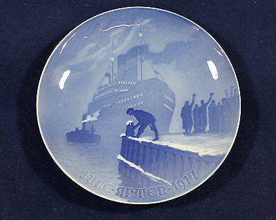 1917 Bing and Grondahl Christmas plate Arrival of the Christmas Boat