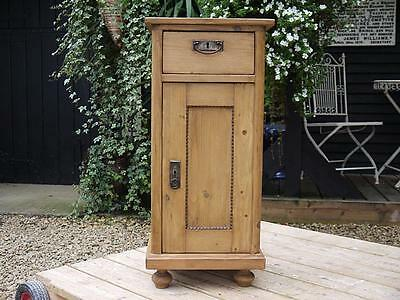 Gorgeous! Large Old Antique Pine Bedside Cabinet/cupboard/lamp Table With Key!