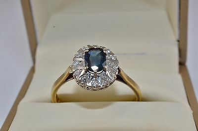 stunning vintage1984 18 ct Gold Sapphire and Diamond cluster ring Size Q 3.2g