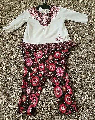 Baby girls 2-piece clothes 0-3mths.