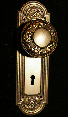 YALE & TAYLOR Brass-Tone Victorian BACKPLATE & KNOB Stamped Steel Vtg Antique8-1