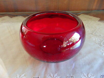 Beautiful Red 13cm Glass Bowl