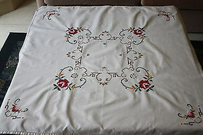 Vintage Cream Linen Crosstitch Embroidered & Crocheted TABLECLOTH 83cm square