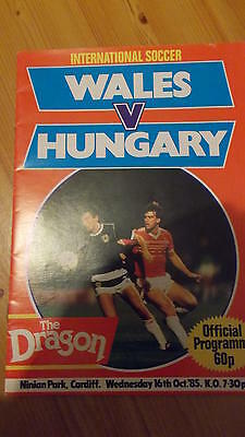 16.10.85 Wales v Hungary programme Friendly at Cardiff