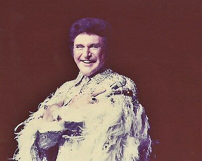 LIBERACE flamboyant piano man color onstage Hollywood Celebrity photo (46bh)