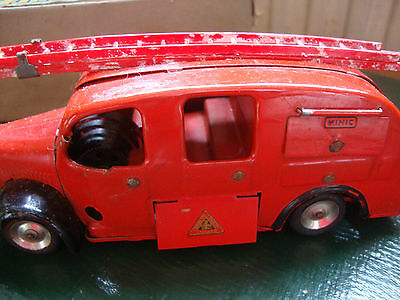 VINTAGE BOXED MINIC TRIANG MECHANICAL FIRE ENGINE WITH KEY 1950s