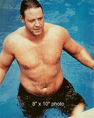 RUSSELL CROWE LOOKING LARGE SHIRTLESS WET BARECHEST BEEFCAKE candid photo (67)
