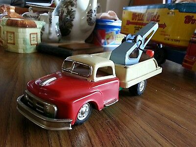 American Tow truck-Tin plate-vehicle-made by Empire toys-1950's
