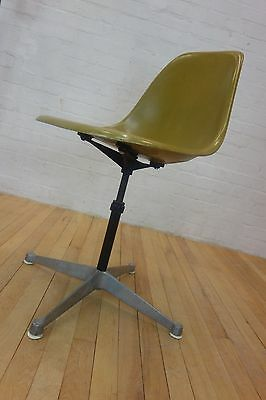 Herman Miller Vintage Authentic Eames Fibreglass Mustard Side Chair Contract