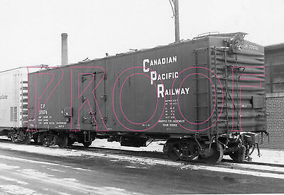 Canadian Pacific Railways (CPR) Refrigerated Boxcar 37076 - 8x10 Photo