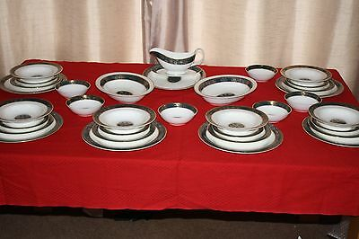 Royal Doulton Carlyle Bone China Dinner Service Mint condition With you for xmas