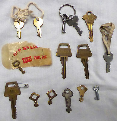 Super Lot Of 15 Vintage Older Keys - Nice Variety Of Types & Styles