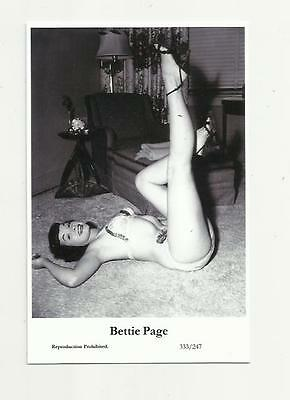 (N74) Glamour Bettie Page Swiftsure (333/247) Photo Postcard Film Star Pin Up
