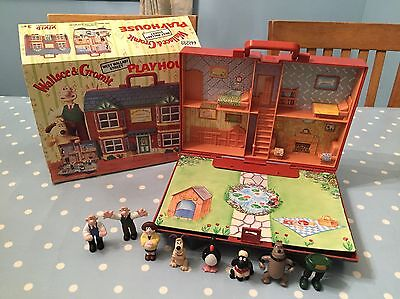 Wallace And Gromit Figures And House With Box