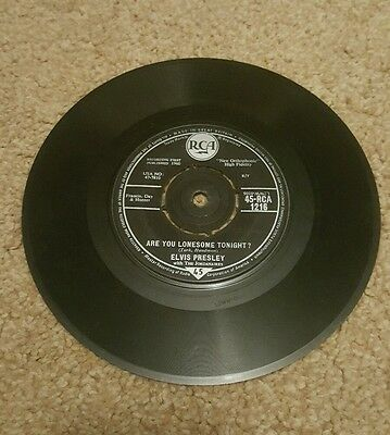 "45 r.p.m vinyl record Elvis ""Are you lonesome tonight ?"""
