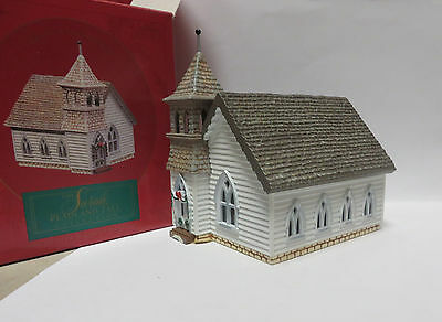 HO Toy Train Display - The Country Church of Sarah, Plain and Tall -  Excellent
