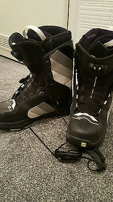 uk size 8 snow boarding boots. black