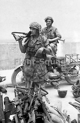 WW2 Picture Photo 1943 German paratroopers with FG 42 rifle and MP 40 guns 1544