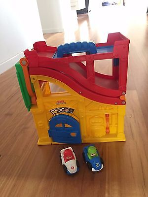 Fisher-Price Little Wheelies Rev 'n Sounds Race Track (with two wheelie cars)