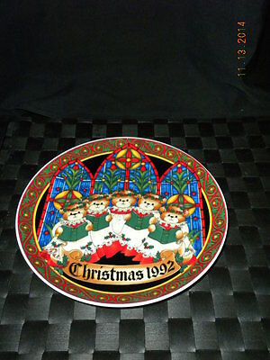 """1992 Enesco Porcelain Lucy & Me Christmas 8"""" Collector's Plate"""