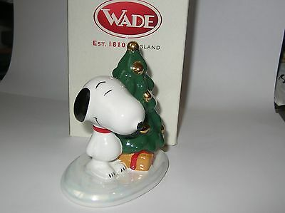 Nice Wade Snoopy Happy Holidays ,christmas Tree In Box.  Issued 2000