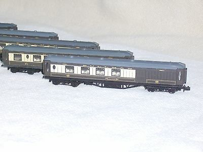 N gauge Graham Farish rake of 5 Pullman coaches.in Aluminium carry case