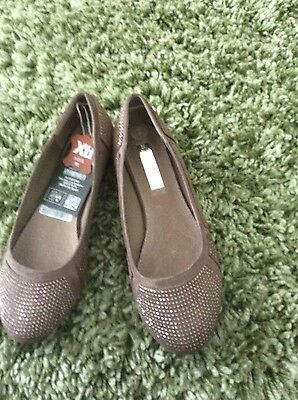 Xti tentations taupe coloured flat shoes size 6 bnwt