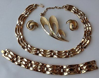 Vintage Crown Trifari Signed Gold Textured Necklace Brooch & Earrings Z12