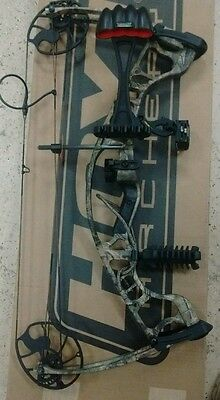 """Hoyt Ignite bow package RH 15 /70# 19"""" to 30"""" draw Camo"""