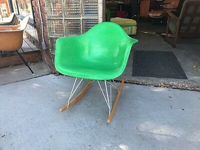 Rare Vintage Kelly Green Eames Arm Shell Chair Herman Miller With Rocker