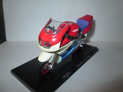 Yamaha FZR600R  1-18 Scale Maisto Motorcycle Model With Plinth