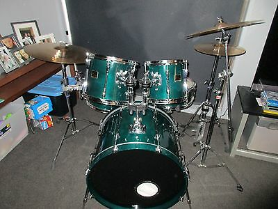 yamaha stage custom 5 piece drumkit , hardware and zildjian cymbals + soft cases