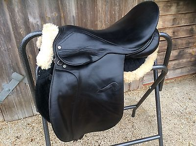"17"" black Falcon saddle medium"